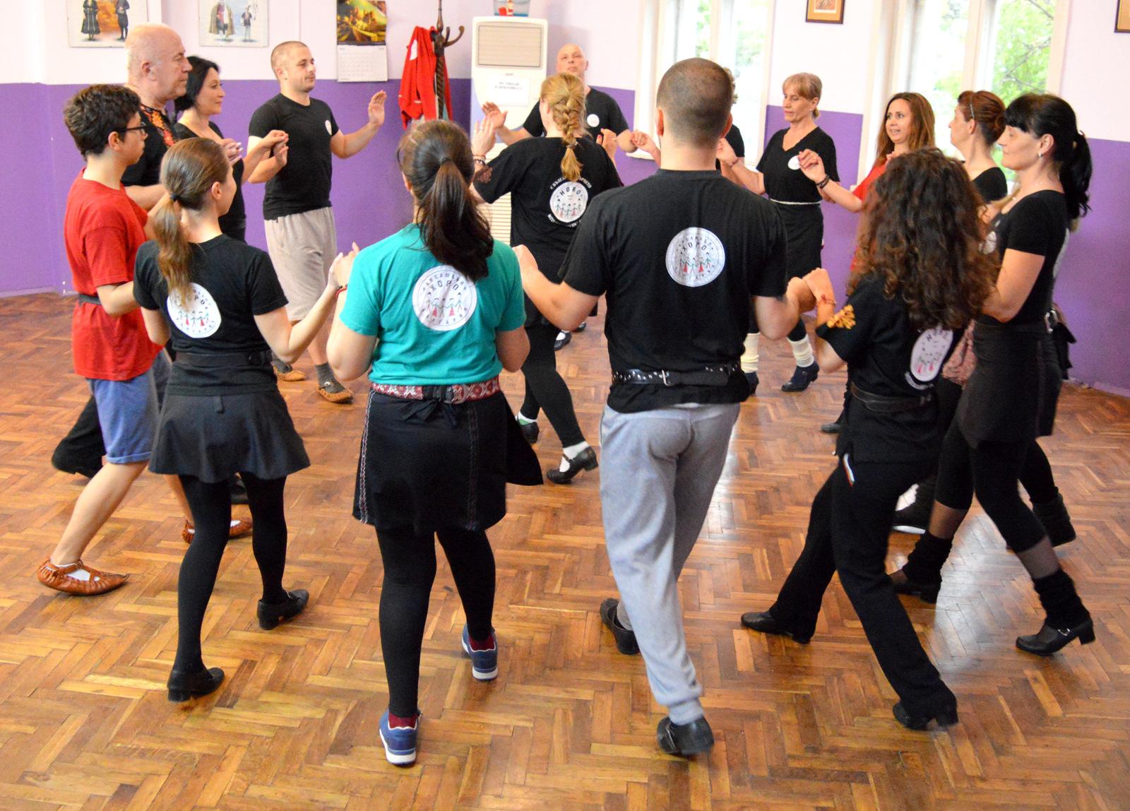 """Дами и господа! С радост ви каним в новата ни зала за изучаване на Български народни танци в Ma3x gym!До метро станция """"Интер Експо Център – Цариградско шосе"""""""
